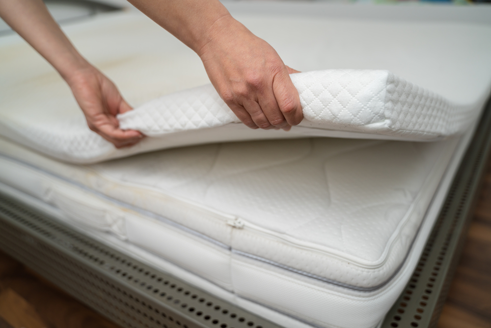 11 Best Mattress Toppers For Side Sleepers (November 2020 Edition)